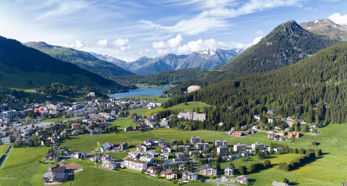 Davos von oben See Marcel Giger